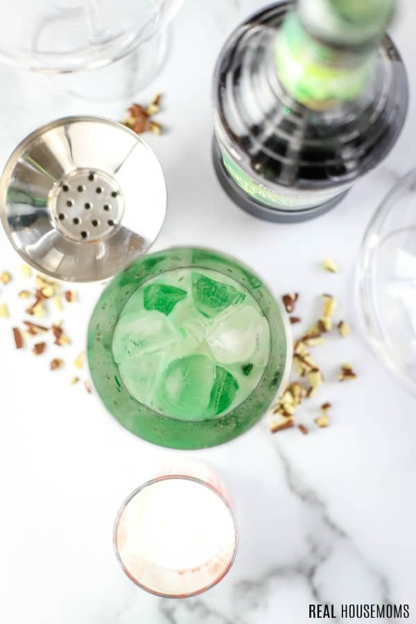 ingredients to make a grasshopper drink