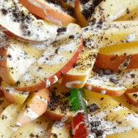 These HALLOWEEN DESSERT APPLE NACHOS are a creepy-crawly treat that the kids will love!
