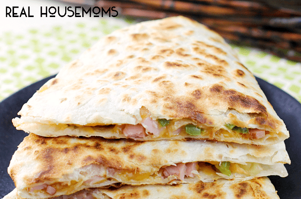 Get dinner on the table quick with these HAWAIIAN QUESADILLAS! It's a great way to use up leftover ham!