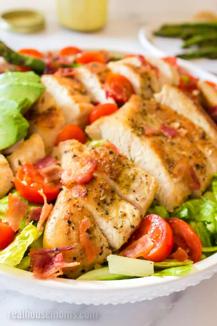 slode up of sliced chicken on a salad