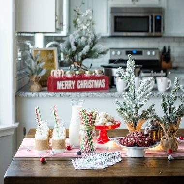 Follow these five tips on How to Throw a Budget-Friendly Holiday Party for a stress-free and fun evening with your friends!