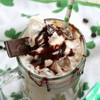 Your usual iced coffee gets a little spiked in this magical IRISH CREAM & MINT ICED MOCHA!