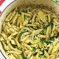 ONE-POT SPINACH AND ARTICHOKE PASTA is the easiest meal ever and will have the pickiest eaters begging for seconds!