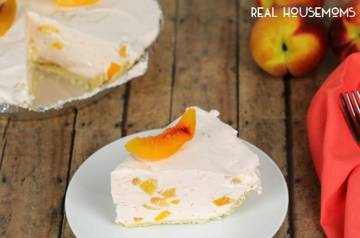 This NO BAKE PEACH CHIFFON PIE is light, delicious and super simple to make!