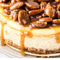 close up of a whole pecan pie cheesecake with recipe name at the bottom