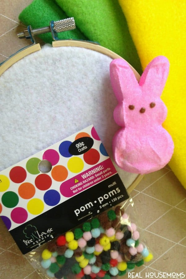 This DIY EASTER PEEP WALL HANGING is a cute craft project to do with the kids for Easter!