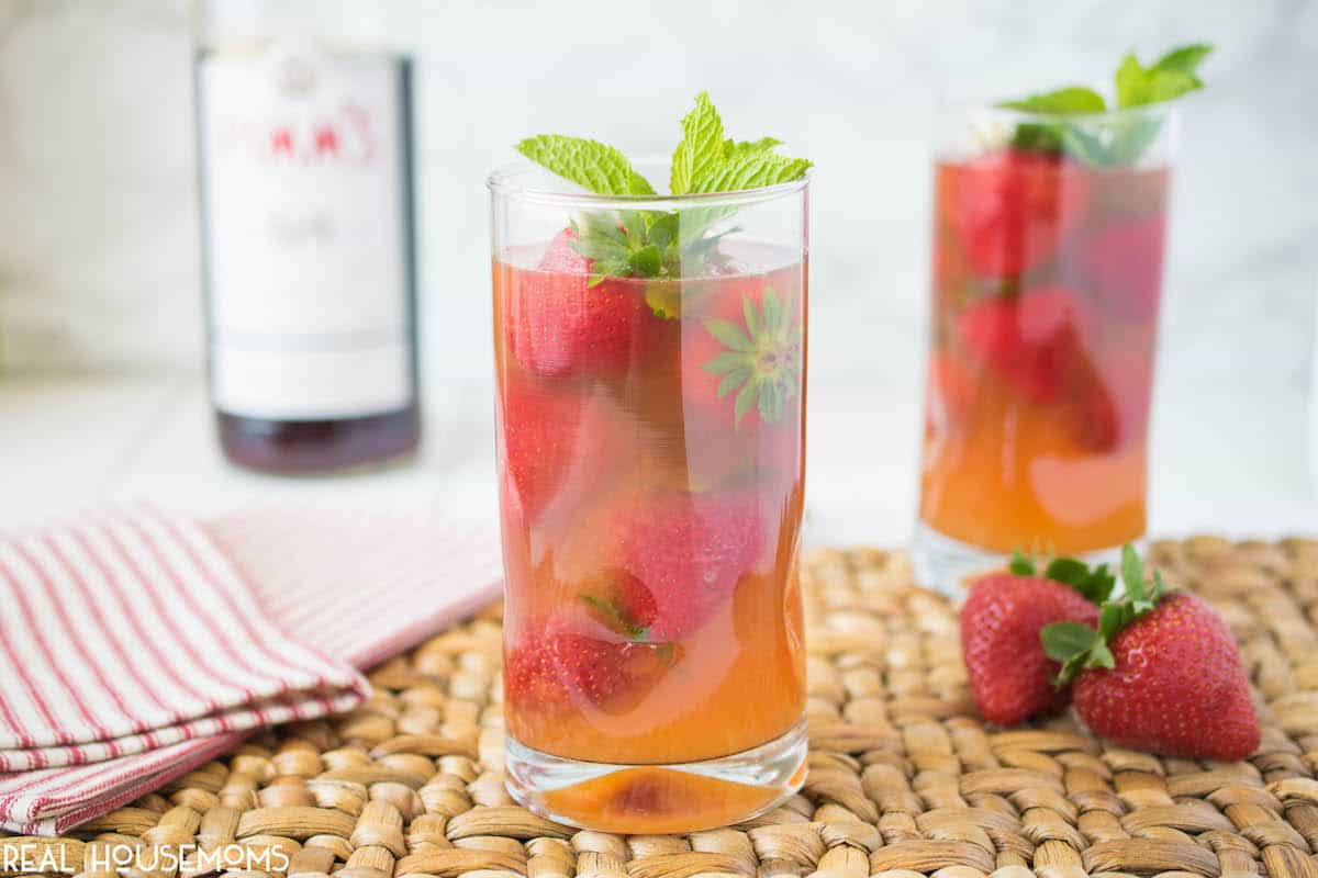Pimm 39 s strawberry mint cocktail real housemoms for What to mix with pimms