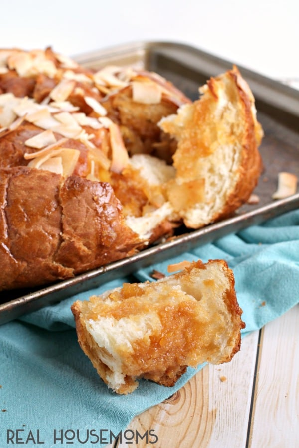 If you are looking for a sweet tropical treat that will feed a crowd, you can't go wrong with this easy to make PIÑA COLADA PULL-APART BREAD!