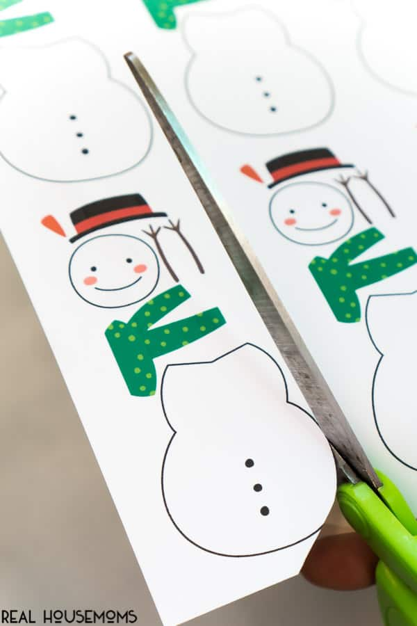 This Roll A Snowman Printable Game is perfect for classroom holiday parties! Kids of all ages love this winter game!