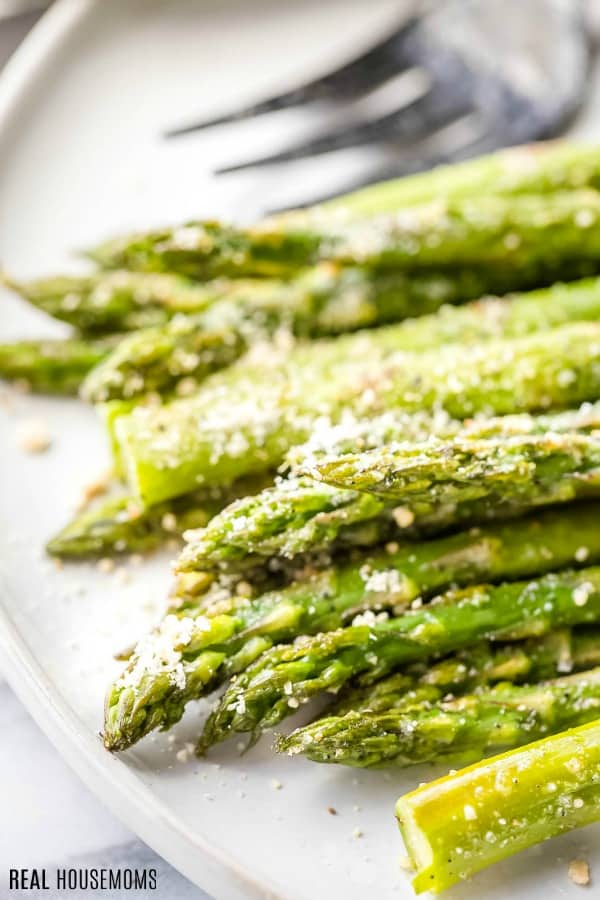 close up of roasted asparagus tips
