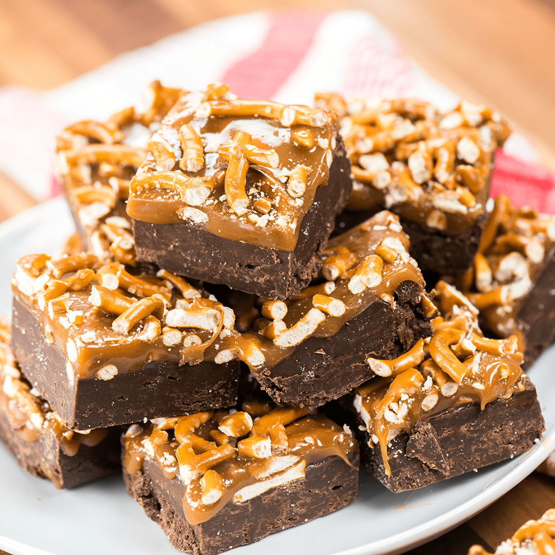This Salted Pretzel & Caramel Fudge couldn't be more easy to make and with the crushed pretzels and caramel on top, it's a real show stopper!
