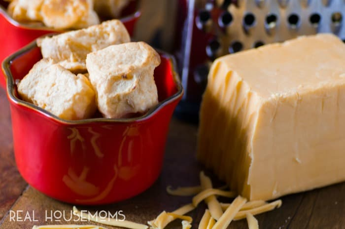 scrumptious-cheese-puffs-featured