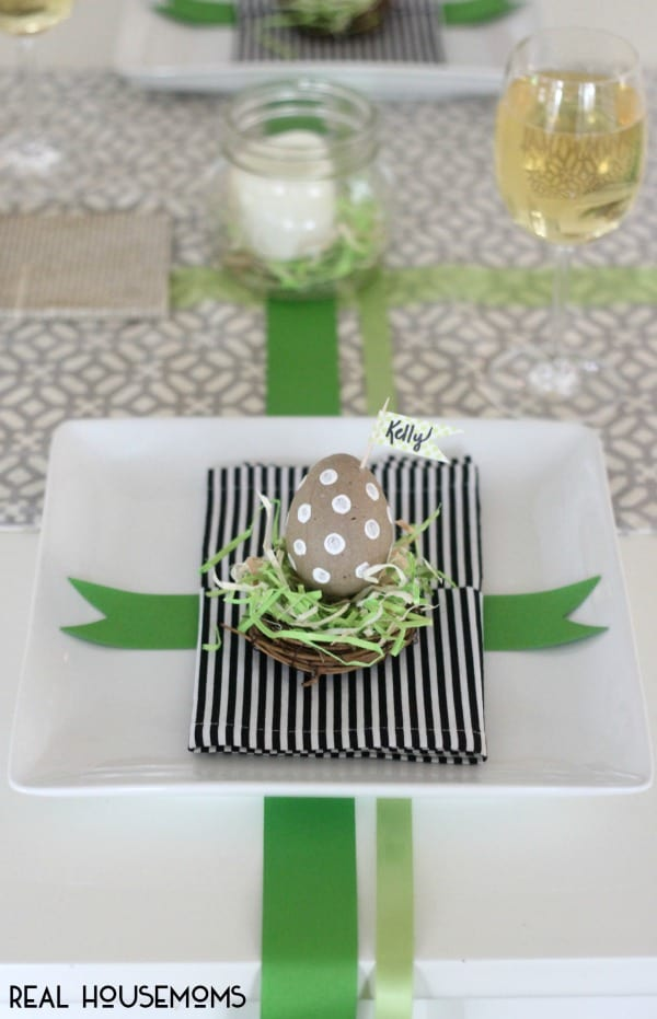 Add some festive character and color to your hoilday table with our DIY SIMPLE EASTER PLACECARD IDEA!