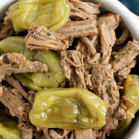 It only takes 4 ingredients & a few minutes of prep to make this juicy and flavorful SLOW COOKER ITALIAN PEPPERONCINI SHREDDED BEEF!