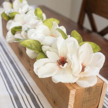 Bring the spring blooms inside. Brighten up your home decor with a lovely and easy to create SPRING MAGNOLIA CENTERPIECE!