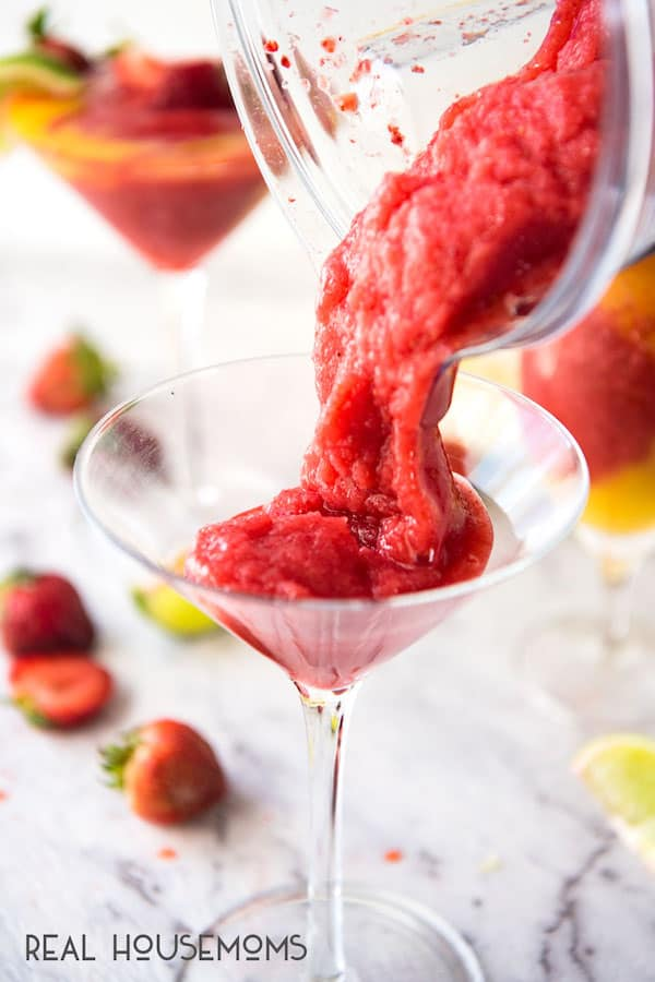 Try to tell me that you don't want to reach through the screen and grab this STRAWBERRY MANGO DAIQUIRI!