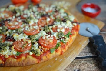 tomato-and-pesto-pizza-4