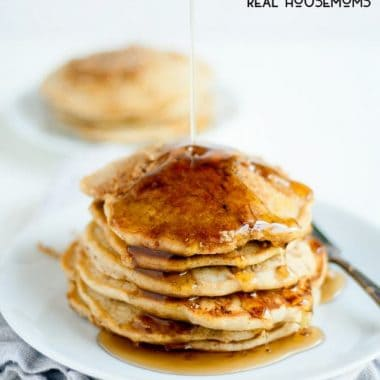 Nothing says fall is on its way quite like a giant stack of APPLE CINNAMON STREUSEL PANCAKES!