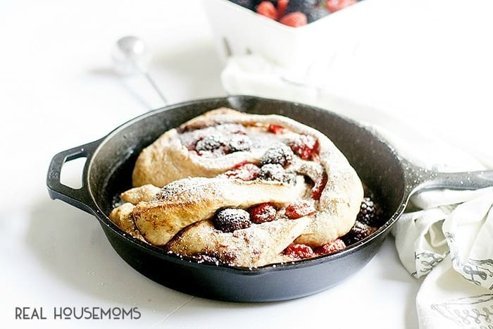 This BERRY BRAIDED BREAD is the perfect way to start your summer mornings!