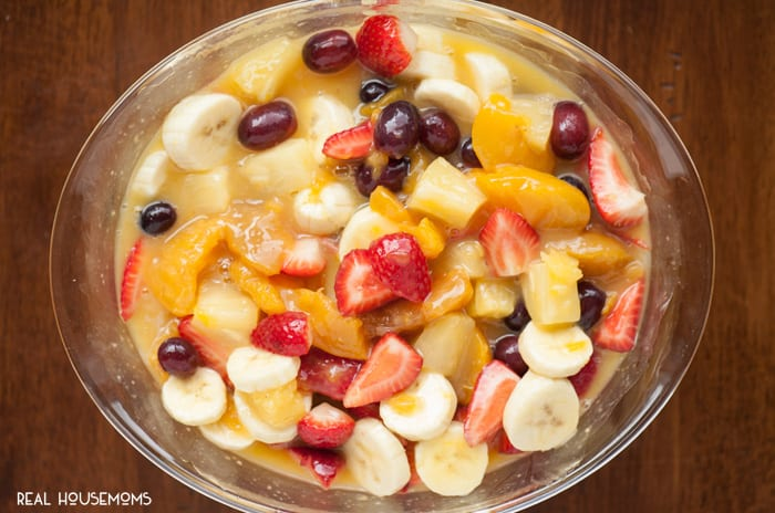 If you're looking for an easy side dish that can feed a crowd, you must make this CREAMY FRUIT SALAD made with instant vanilla pudding and a ton of fruit!