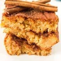 close up image of one piece of snickerdoodle cookie bar
