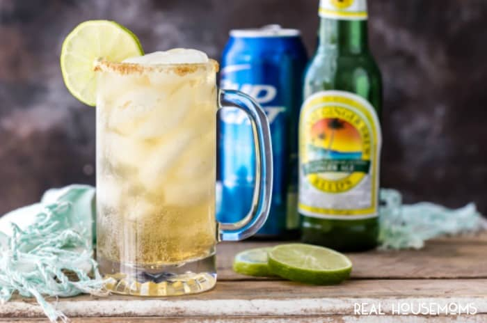 GINGER BEER FIZZ is a fun and easy cocktail to make for tailgating! So easy to throw together and enjoy!