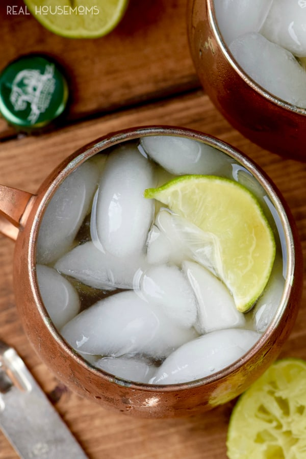 These MARGARITA MULES are a perfect combination of Margaritas and Moscow Mules to make one amazing cocktail!!
