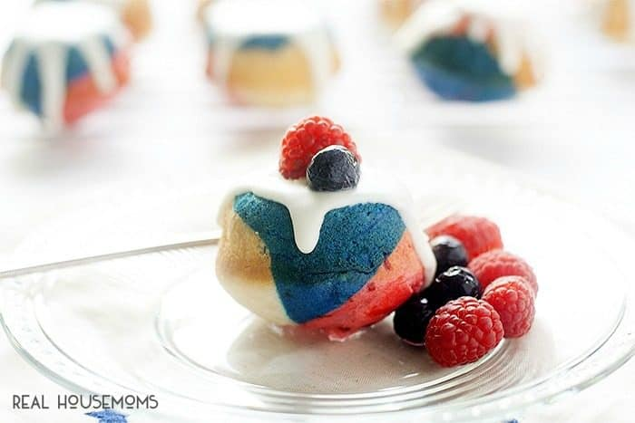 I am in love with all things red, white, and blue this summer, and these MINI RED, WHITE, AND BLUEBERRY BUNDT CAKES are sure to make a splash at your next get together!