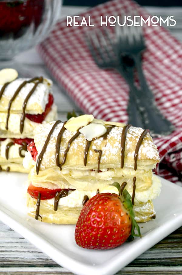 These easy STRAWBERRY CHEESECAKE NAPOLEONS are the perfect way to serve beautiful red strawberries!