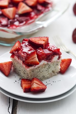 strawberry-poppyseed-cake-5