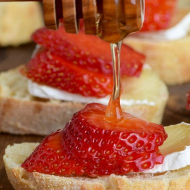 This HONEY, STRAWBERRY & BRIE BRUSCHETTA comes together with just four simple ingredients in about 10 minutes! So delicious!