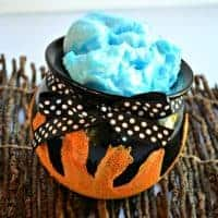 This WITCH'S BREW CAULDRON HALLOWEEN FAVOR is a great idea for a Halloween party or even a gift for a teacher or friend!